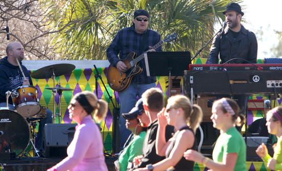 The Jessie Hiatt Band performs on St. Charles Ave. at Peniston St. as runners pass by during the Rock N' Roll marathon in 2011. (UptownMessenger.com file photo by Sabree Hill)