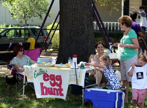 Members of the Audubon Riverside Neighborhood Association relax after their annual Easter egg hunt at Alma Peters Park in 2012.(UptownMessenger.com file photo)