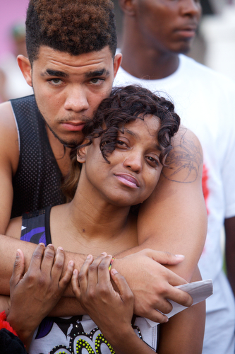 Parents of Londyn Samuels Keion Reed and Andrea Samuels hold each other at the vigil. (Sabree Hill, UptownMessenger.com)