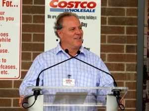 Costco Manager Pete Carter speaks at the store's grand opening. (Robert Morris, UptownMessenger.com)