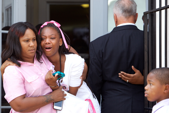 Armani Hooks, best friend of Arabian Gayles, yells out in pain as she leaves the funeral. (Sabree Hill, UptownMessenger.com)