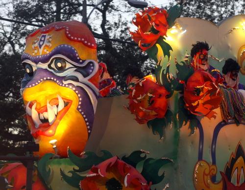 """The Babylon """"Masks"""" float. (Robert Morris, UptownMessenger.com)"""