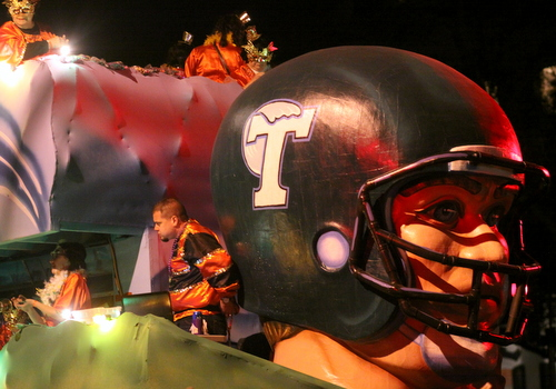 "The Cleopatra ""Tulane University"" float. (Robert Morris, UptownMessenger.com)"