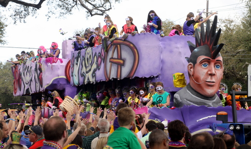 "The Iris ""Punk Rock"" float. (Robert Morris, UptownMessenger.com)"