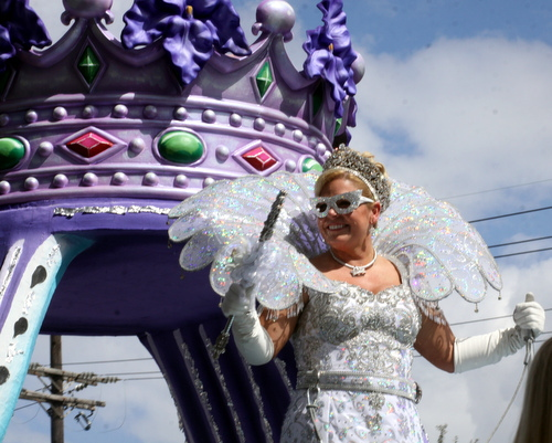The queen of Iris greets revelers on Napoleon Avenue. (Robert Morris, UptownMessenger.com)