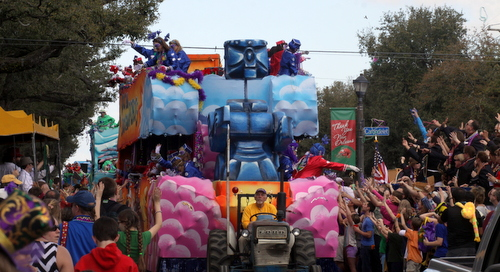 "The Iris ""Rock Em Sock Em Robots"" float. (Robert Morris, UptownMessenger.com)"
