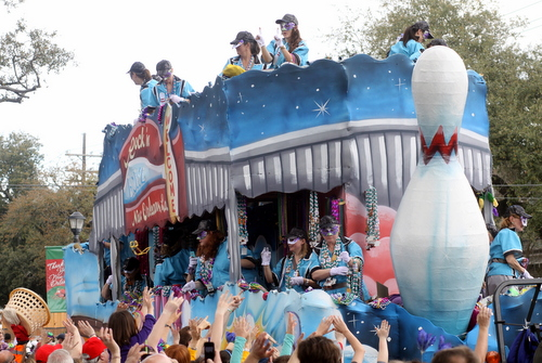 "The Iris ""Rock N Bowl"" float. (Robert Morris, UptownMessenger.com)"