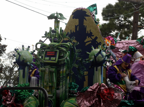 "Mid-City's ""Green Machine"" float. (Robert Morris, UptownMessenger.com)"