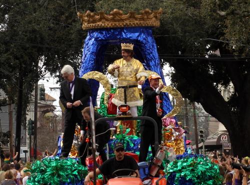 The King of the Krewe of Mid-City rolls on Magazine Street. (Robert Morris, UptownMessenger.com)
