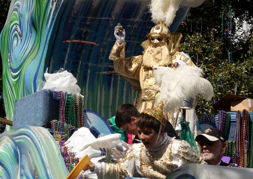 The Okeanos captain's float rolls onto Magazine Street. (Robert Morris, UptownMessenger.com)