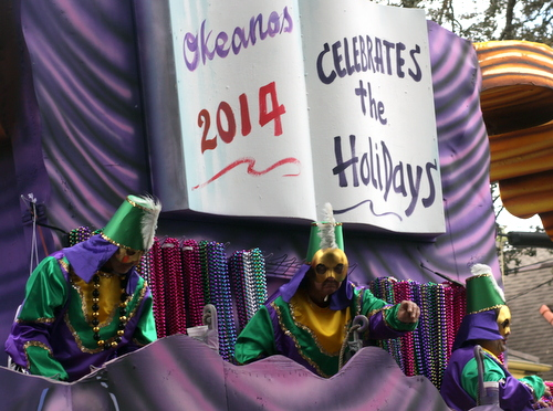 The Okeanos title float. (Robert Morris, UptownMessenger.com)