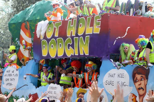 "The Tucks ""Pot Hole Dodgin"" float. (Robert Morris, UptownMessenger.com)"