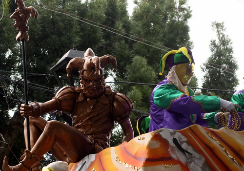 """The Thoth """"It's Carnival Time"""" float. (Robert Morris, UptownMessenger.com)"""