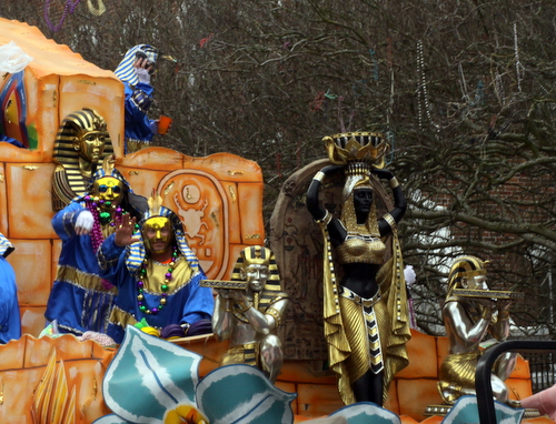 A float in the Krewe of Thoth parade. (Robert Morris, UptownMessenger.com)