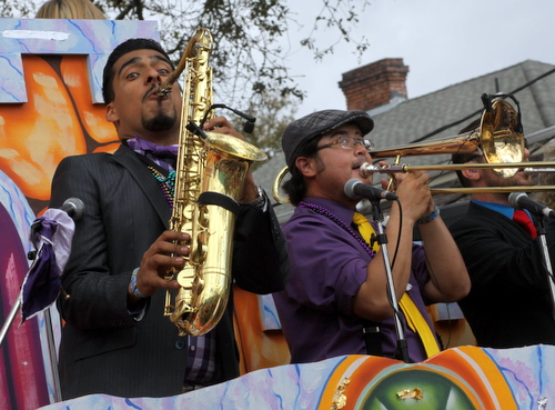 Musicians on the Thoth officers' float. (Robert Morris, UptownMessenger.com)