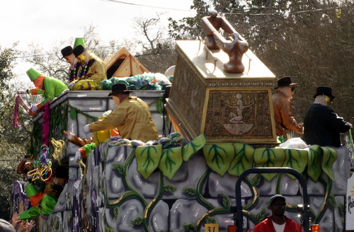 "The Thoth ""Raiders of the Lost Ark"" float. (Robert Morris, UptownMessenger.com)"