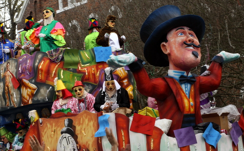 """The Thoth """"The Greatest Show on Earth"""" float. (Robert Morris, UptownMessenger.com)"""