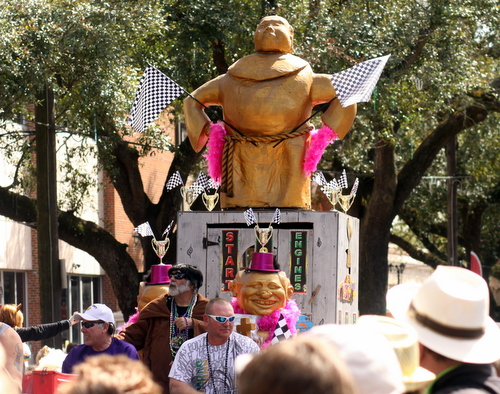 The Krewe of Tucks' captain's float. (Robert Morris, UptownMessenger.com)