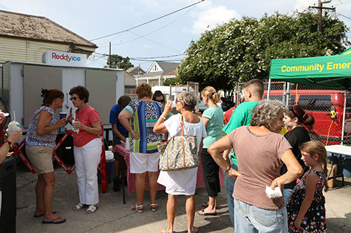 Lines were long for free Plumb street snowballs. (Zach Brien, UptownMessenger.com)