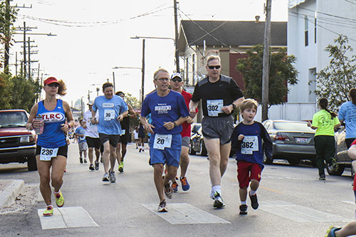The Freret 5K began with a half mile walk/run from Valence street to Robert street. (Zach Brien, UptownMessenger.com)