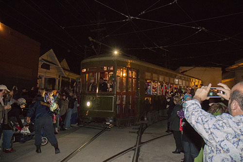 The streetcar makes its turn out of the barn, down willow and a right onto Carrolton. (Zach Brien, UptownMessenger.com)