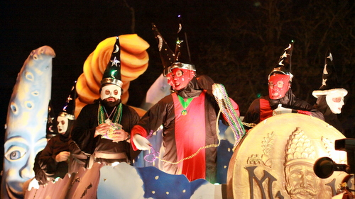 """Riders on the Druids' """"The Consultant"""" float. (Robert Morris, UptownMessenger.com)"""