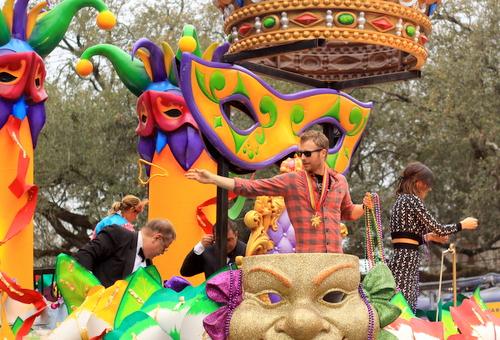 Musician Dierks Bentley's float. (Robert Morris, UptownMessenger.com)