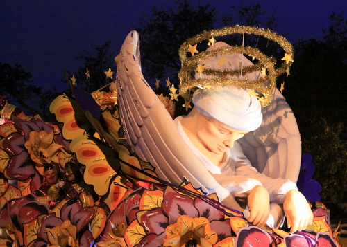 The Krewe of Orpheus rolls on Napoleon Avenue. (Robert Morris, UptownMessenger.com)