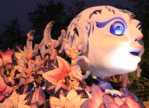 "The Orpheus ""The Spell of Moonlight"" float. (Robert Morris, UptownMessenger.com)"