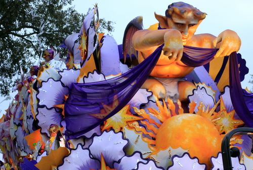 "The Orpheus ""The Splendor of a Sunrise"" float. (Robert Morris, UptownMessenger.com)"