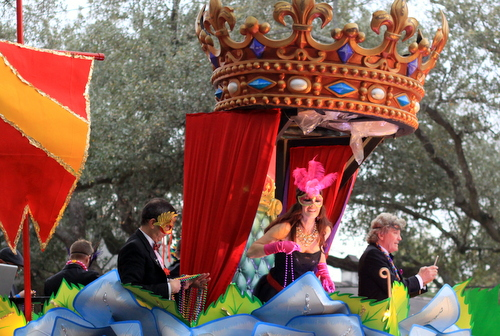 Reality TV star Lisa Vanderpump prepares a throw from her float in Orpheus. (Robert Morris, UptownMessenger.com)