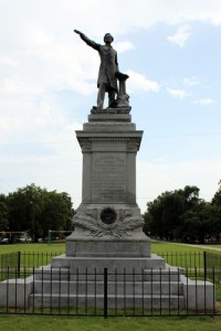 The Jefferson Davis monument on South Jefferson Davis Parkway and Canal Street (photo by Alicia Serrano, MidCityMessenger.com)