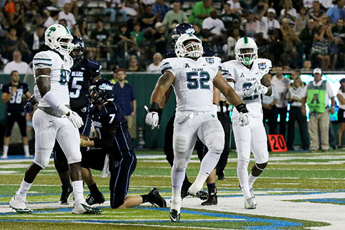Tulane linebacker Eric Thomas, center, celebrates a tackle. (Zach Brien, UptownMessenger.com)