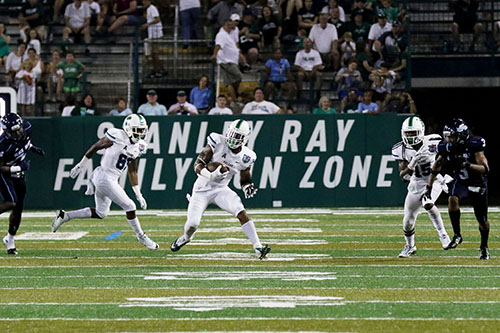 Tulane running back Sherman Badie takes a pass out into open field. (Zach Brien, UptownMessenger.com)