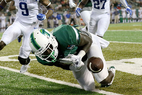 Tulane wide receiver Teddy Veal drops a pass late in the third quarter. (Zach Brien, UptownMessenger.com)