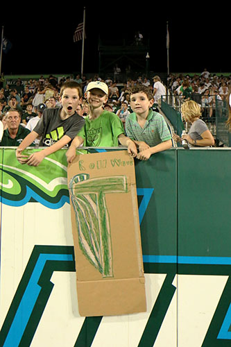 Young Tulane fans drew up a home made sign to show their support for the Wave. (Zach Brien, UptownMessenger.com)