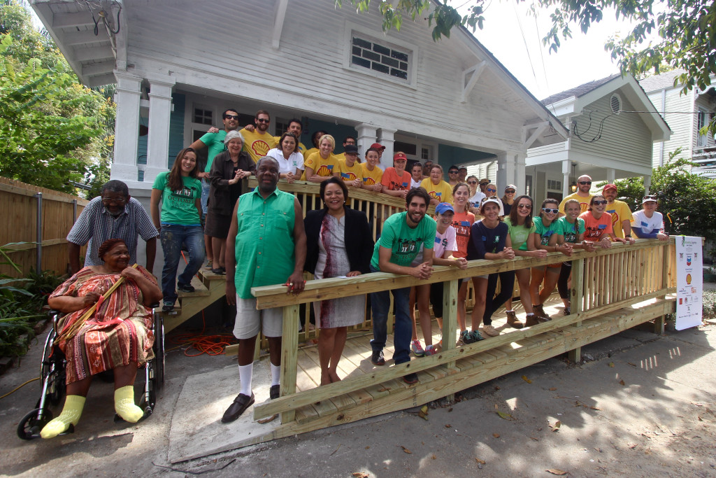 Shell and Junior League of New Orleans volunteers, along with Councilmember LaToya Cantrell and representatives from RTNO and PRC, smile in front of 1823 Cadiz St.