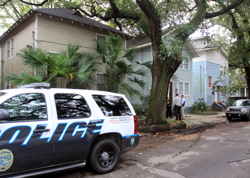 New Orleans Police detectives confer with Tulane police officers on Wednesday afternoon in the 7500 block of Willow. A home invasion was reported there, but has not been confirmed. (Robert Morris, UptownMessenger.com)