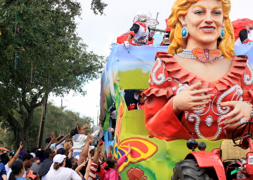 Crowds throng the Dollywood float as the Mystic Krewe of Femme Fatale rolls on St. Charles Avenue. (Robert Morris, UptownMessenger.com)
