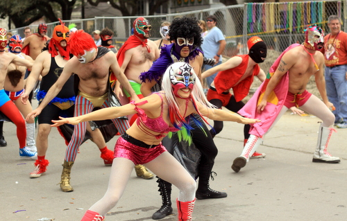 El Lucha Krewe performs in the Krewe of Freret parade on Napoleon Avenue. (Robert Morris, UptownMessenger.com)