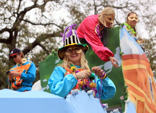 The Krewe of Freret parade rolls on Napoleon Avenue. (Robert Morris, UptownMessenger.com)