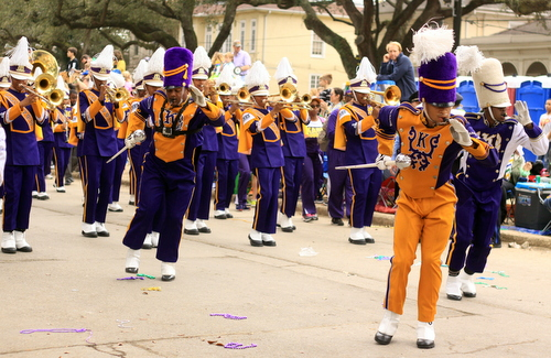 Edna Karr's band performs as the Krewe of Choctaw rolls on Napoleon Avenue. (Robert Morris, UptownMessenger.com)