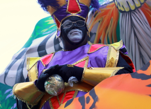 The Krewe of Zulu rides on St. Charles Avenue. (Robert Morris, UptownMessenger.com)