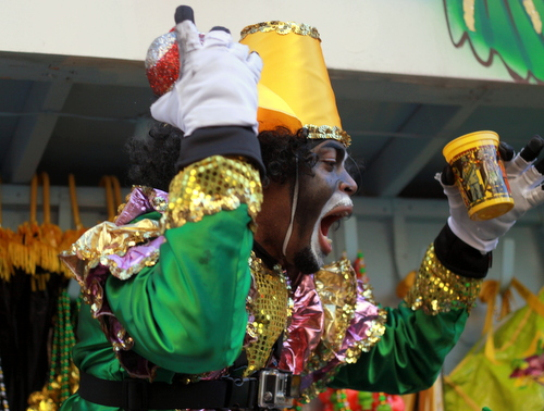 The Krewe of Zulu rolls on St. Charles Avenue. (Robert Morris, UptownMessenger.com)