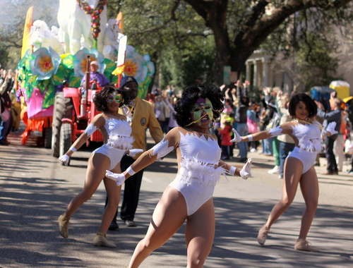 Dancers perform as the Bouef Gras float billows smoke behind them on St. Charles Avenue. (Robert Morris, UptownMessenger.com)
