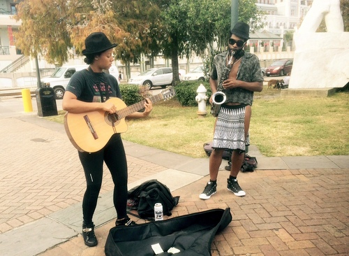 Local musicians entertain Bayou Classic visitors in New Orleans. (photo by Danae Columbus for UptownMessenger.com)